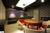 Comment rendre votre commerce plus visible grâce au plafond  tendu lumineux ?